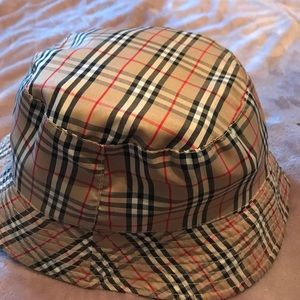 Burberry like hat fits medium